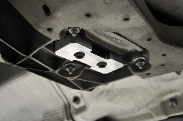 034motorsport_b8_audi_a4_s4_rs4_a5_s5_rs5_transmission_mount_filler_insert_step_6-600x398